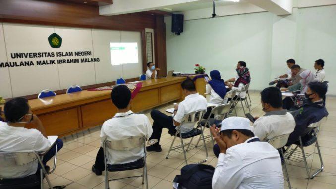 Para Peserta Rapat Melakukan Koordinasi Dan Diskusi